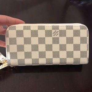 Louis Vuitton wallet nwot